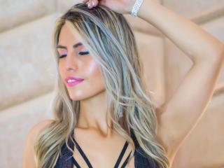 Webcam model LydiaSanz from XLoveCam