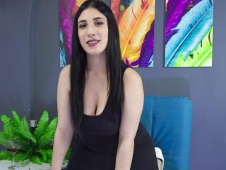 Webcam model MairaGrey from XLoveCam