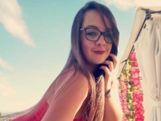 Webcam model MarilynWood from XLoveCam