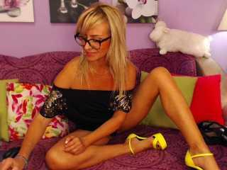 Webcam model MarinaBlondy from XLoveCam