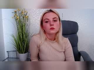 Webcam model MarishkaForYou from XLoveCam