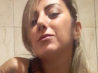 Webcam model MartinaBeatrice from XLoveCam