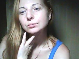 Webcam model MaryHikevy from XLoveCam