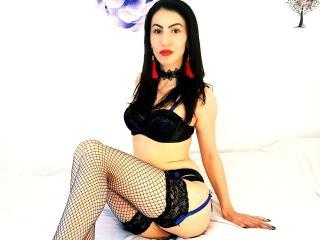 Webcam model MaryM from XLoveCam