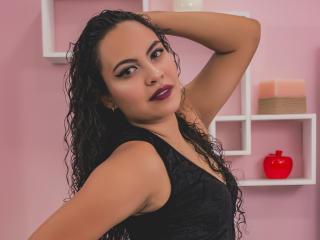 Webcam model MaryRyan from XLoveCam