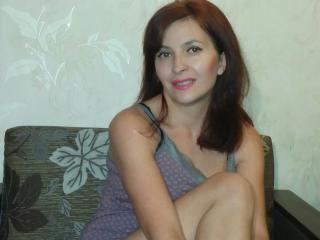 Webcam model MaureenAh from XLoveCam