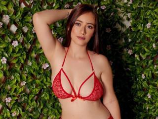 Webcam model MeganEvanson from XLoveCam