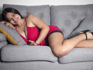 Webcam model MeganRobie from XLoveCam