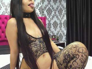 Webcam model MelanieHills from XLoveCam