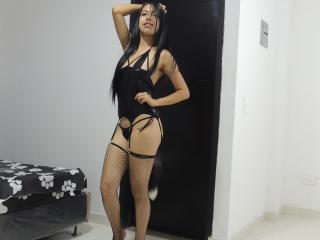 Webcam model MelanieSadie from XLoveCam