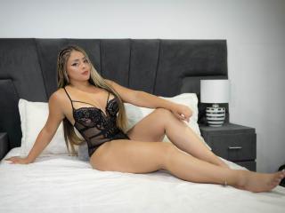 Webcam model MelanyHuston from XLoveCam
