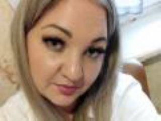 Webcam model MelanyaS from XLoveCam