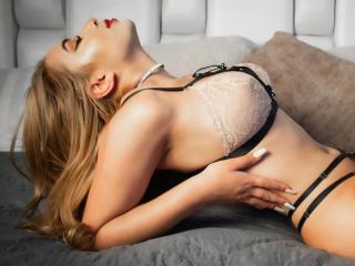 Webcam model MelissaLustt from XLoveCam