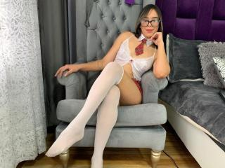 Webcam model MiaCherrry from XLoveCam