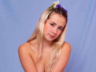 Webcam model MiaMorris from XLoveCam