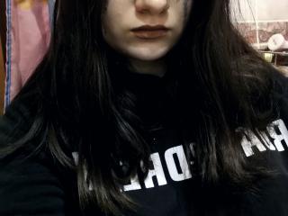 Webcam model MichelleDutton from XLoveCam