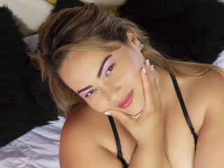 Webcam model MiiaCarter from XLoveCam