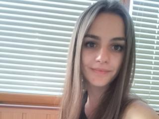 Webcam model MilanaSmiten from XLoveCam