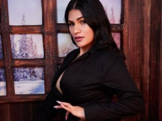 Webcam model MilkaKaty from XLoveCam