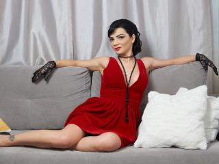 Webcam model MirraMain from XLoveCam