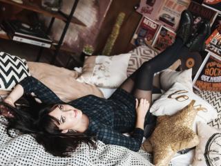 Webcam model MissGulia from XLoveCam