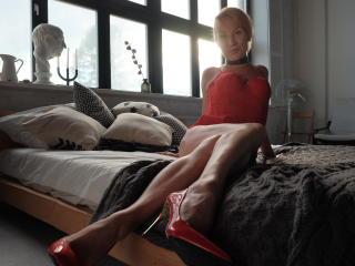 Webcam model MissSonia from XLoveCam