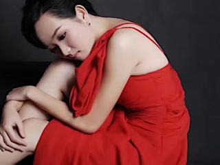 Webcam model Momoli from XLoveCam
