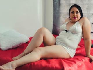 Webcam model NahomiShmit from XLoveCam
