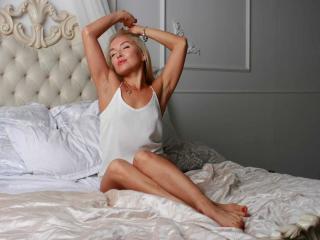 Webcam model NancyLaVida from XLoveCam