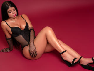 Webcam model NatashaThonson from XLoveCam