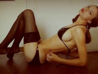 Webcam model NicasaCake from XLoveCam