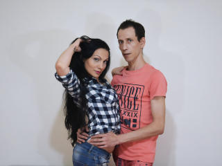 Webcam model ONaughtyCouple from XLoveCam