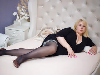 Webcam model PearlTerry from XLoveCam