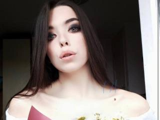 Webcam model PlayWithLucy from XLoveCam