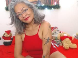 Webcam model PrincessePoilue from XLoveCam