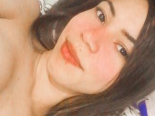 Webcam model QueenKurama from XLoveCam