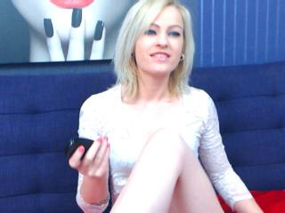 Webcam model RaeMonay from XLoveCam
