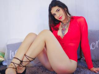 Webcam model RaenAli from XLoveCam