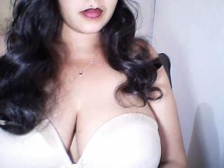 Webcam model Rahyna from XLoveCam