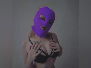 Webcam model RinaReve from XLoveCam