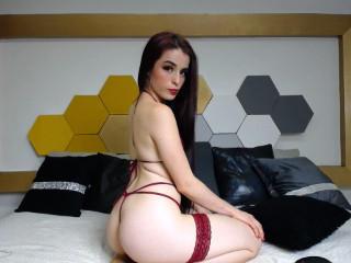 Webcam model RoxanneCruz from XLoveCam