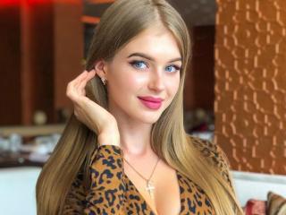 Webcam model RozalinHelsing from XLoveCam