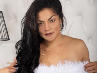 Webcam model SalmaKlum from XLoveCam