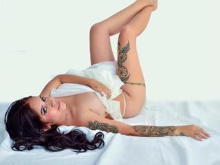 Webcam model SalomeWhite from XLoveCam