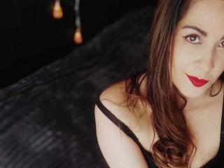 Webcam model SamanthaMartinez from XLoveCam