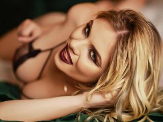Webcam model SamanthaSun from XLoveCam