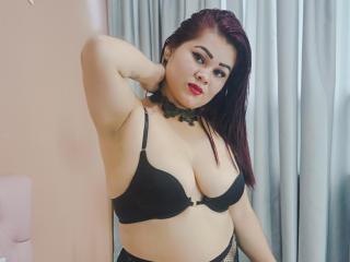 Webcam model SamanthaWoods from XLoveCam