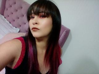 Webcam model SandraFox from XLoveCam