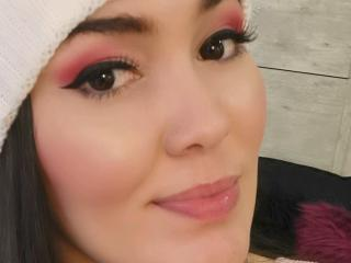 Webcam model SaraAvery from XLoveCam