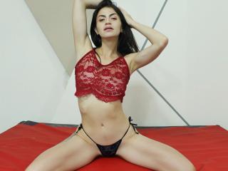 Webcam model SaraOwen from XLoveCam